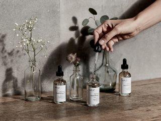 Để mái tóc uốn thêm khoẻ mạnh bồng bềnh, hãy dùng tinh dầu hương thảo