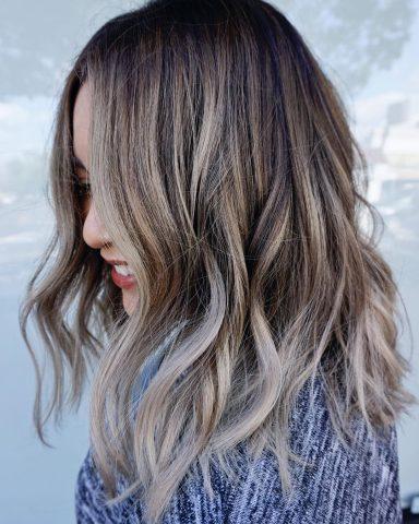 Xu hướng nhuộm tóc màu nâu lạnh cho mùa hè này, tại sao không?