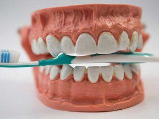 Có 1001 cách tẩy trắng răng từ internet nhưng cách nào mới an toàn đây?