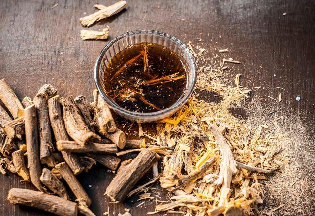 """Chiết xuất rễ cam thảo """"thần dược"""" loại bỏ mụn và sẹo thâm"""