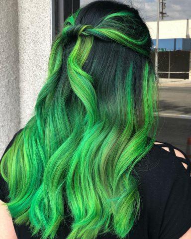 Nhuộm tóc xanh lá thế nào để không bị xa lánh?