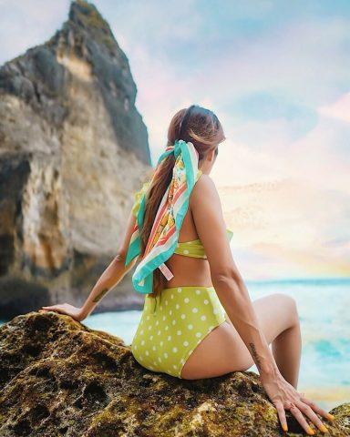 4 Cách làm đẹp cho mái tóc chỉ với 1 chiếc khăn quàng cổ