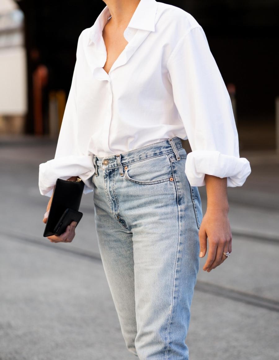 quần jean + sơ mi trắng