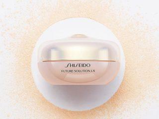Shiseido Future Solution LX Total Radiance Loose Powder – đánh tan quan điểm dùng phấn phủ là phải dùng thêm che khuyết điểm