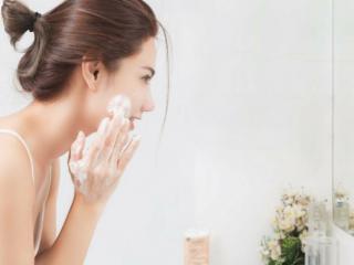 Sữa rửa mặt có làm cho tình trạng mụn của bạn tệ hơn?