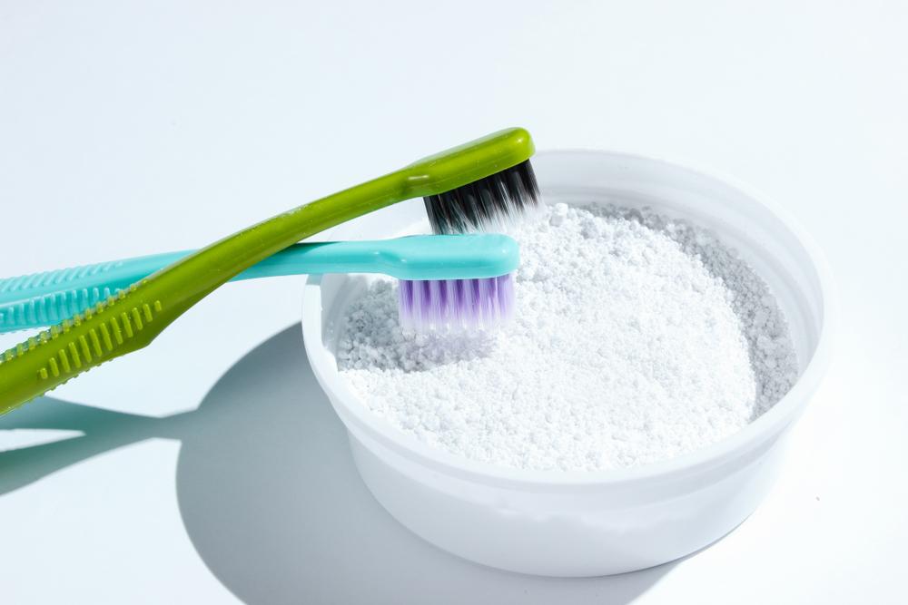 Bột đánh răng và kem đánh răng: Đâu là lựa chọn hoàn hảo?