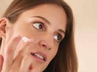 Trị mụn bằng kem đánh răng: dễ và hiệu quả không tưởng