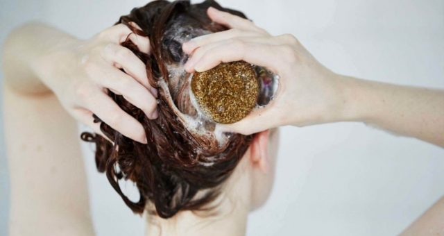 Thanh xà phòng gội đầu – bí quyết cho tóc nhanh dài của bạn