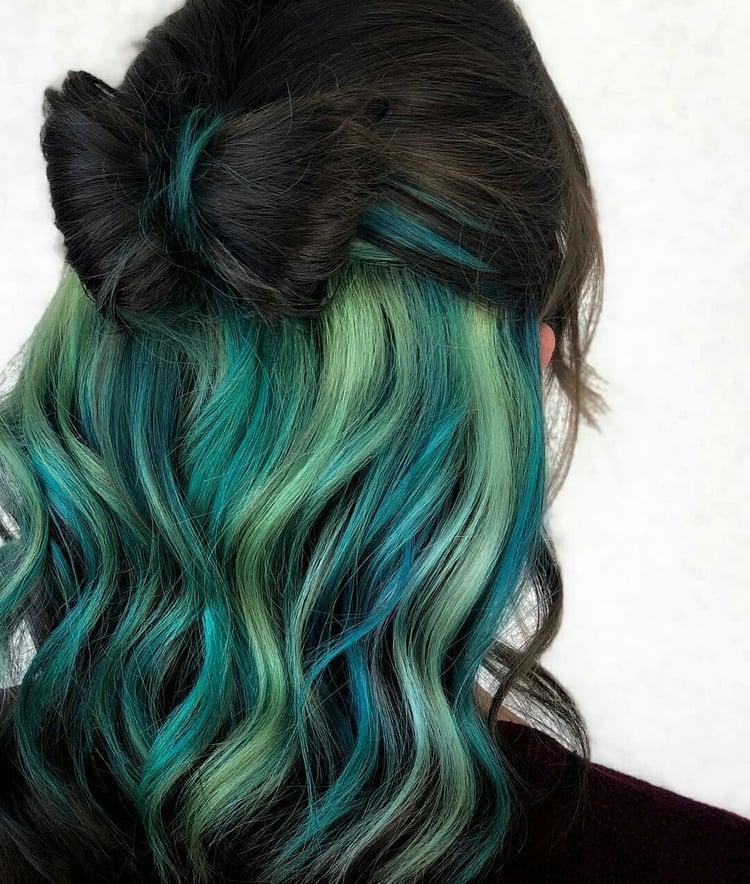 tóc nhuộm tone xanh tối