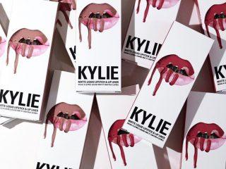 Bí mật đằng sau đôi môi môi căng mọng của Kylie Jenner chính là chỉ kẻ viền môi