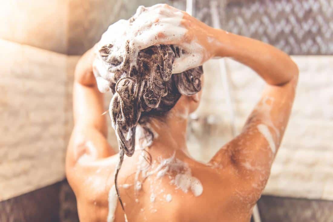 hạn chế gội đầu khi tóc nhuộm màu