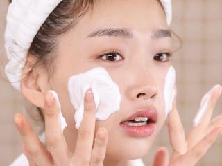 Bật mí cho nàng những lợi ích thần kỳ từ thói quen rửa mặt bằng sữa rửa mặt mỗi ngày 1 lần