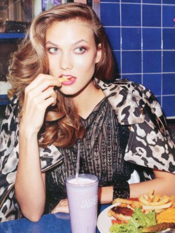 Mái tóc cũng cần được bồi bổ dinh dưỡng từ thực phẩm đấy!
