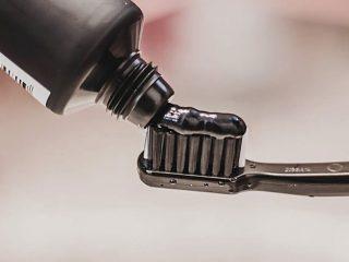 6 Kem đánh răng từ than hoạt tính giúp bạn có hàm răng trắng sáng
