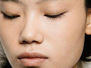 Phải làm thế nào khi vùng da quanh mũi có dấu hiệu khô ráp?