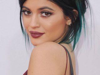 Cứ đổi kiểu tóc mới liên tục như thế thì ai cân lại Kylie Jenner cơ chứ?