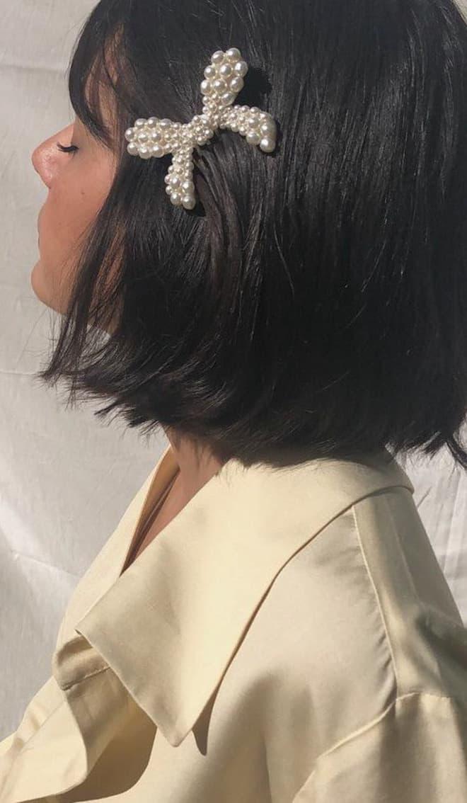 Lựa chọn những loại kẹp tóc khác nhau cũng khiến bạn trở nên đặc biệt đấy