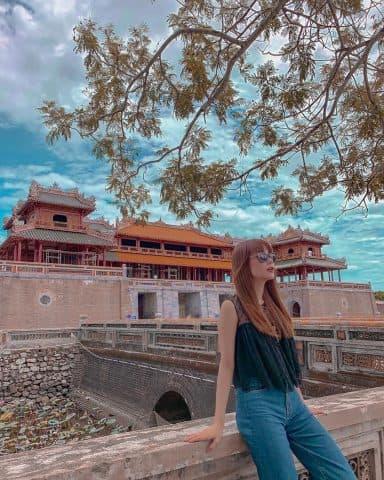 Chuyến du lịch mùa hè của Minh Hằng, đi thì nhiều nhưng tóc thì chỉ có 1 kiểu!
