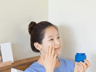 Không muốn mụn nổi đầy thì tốt nhất nên tránh xa 4 tips skincare này bạn nhé!