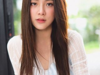 Baifern Pimchanok (Chiếc lá cuốn bay) diện tóc xoăn cũng đẹp phiên bản tóc thẳng cũng xinh không kém đâu nhé!