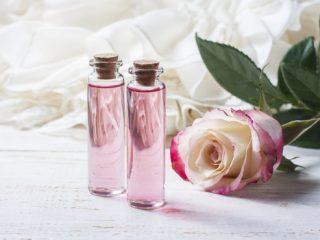 Mách bạn bí quyết tự làm toner từ hoa hồng cho làn da đẹp không tì vết