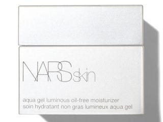 Nếu bạn có một làn da đổ dầu thì NARS Cosmetics Aqua Gel Luminous Oil – Free Moisturiser chính là những gì bạn cần đấy