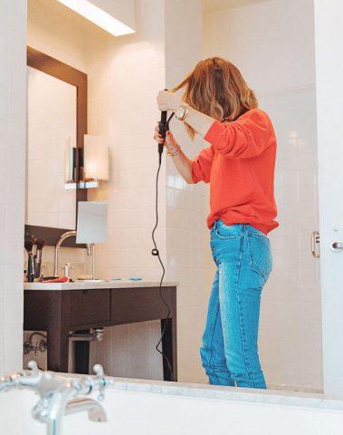 Mùa hè của bạn sẽ có mái tóc mềm mượt hơn nếu bạn biết 5 tips chăm sóc tóc từ các nhà tạo kiểu tóc này!