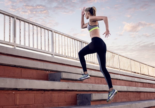 leo cầu thang giảm mỡ hông