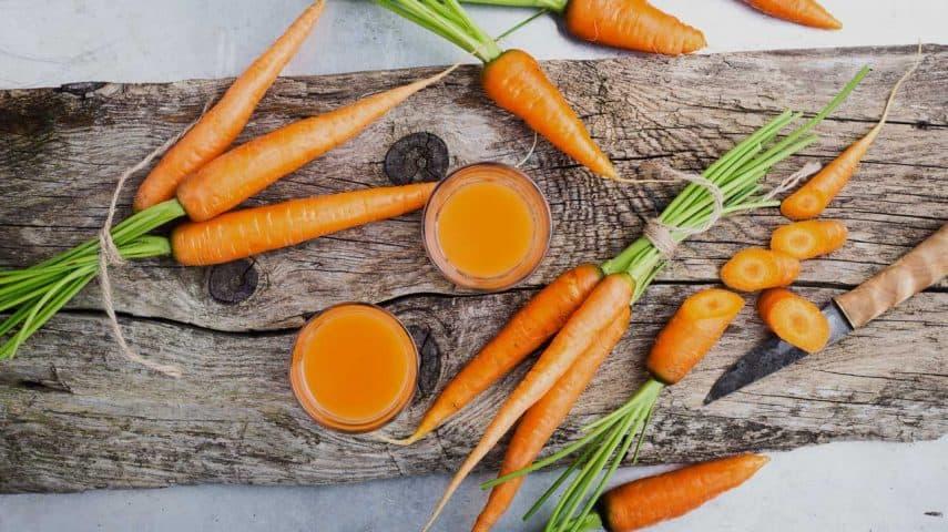 Cách làm trắng da mặt bằng sữa tươi không đường với cà rốt