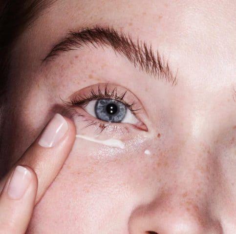 kem che khuyết điểm để che đi bọng mắt xấu xí