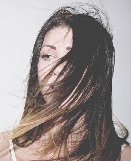 Với dầu gội Dove Bí Quyết Ngăn Gãy Rụng, bạn sẽ không cần phải lo về tóc gãy rụng nữa!