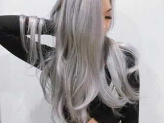 Màu tóc xám vẫn chưa hạ nhiệt đâu bạn nhé!