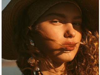 Đội mũ chống nắng cho tóc thế nào cho phong cách?