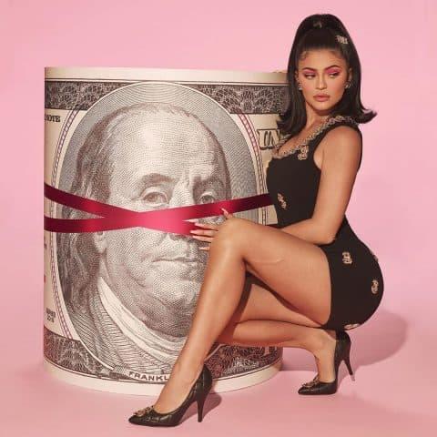 Kylie Jenner và 50 sắc thái tóc sau đây có làm bạn xao xuyến?