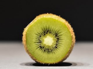 Kiwi có thể trị mụn không?