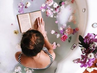 Không chỉ lãng mạn, hoa hồng còn có tận 8 lợi ích khi làm đẹp đấy nhé!