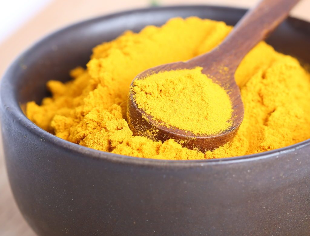 bột nghệ và Vitamin E
