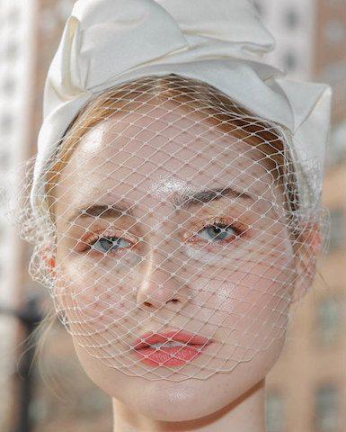 Làm sao để lớp makeup của bạn lâu trôi nhất khi ngày cưới di chuyển và ra mồ hôi nhiều?