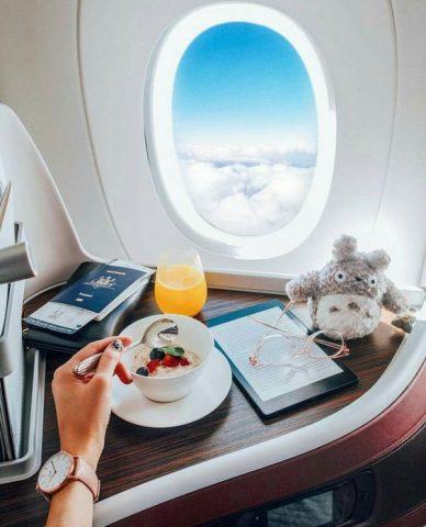 Tiếp viên hàng không chia sẻ cách tránh mệt mỏi cho chuyến bay dài