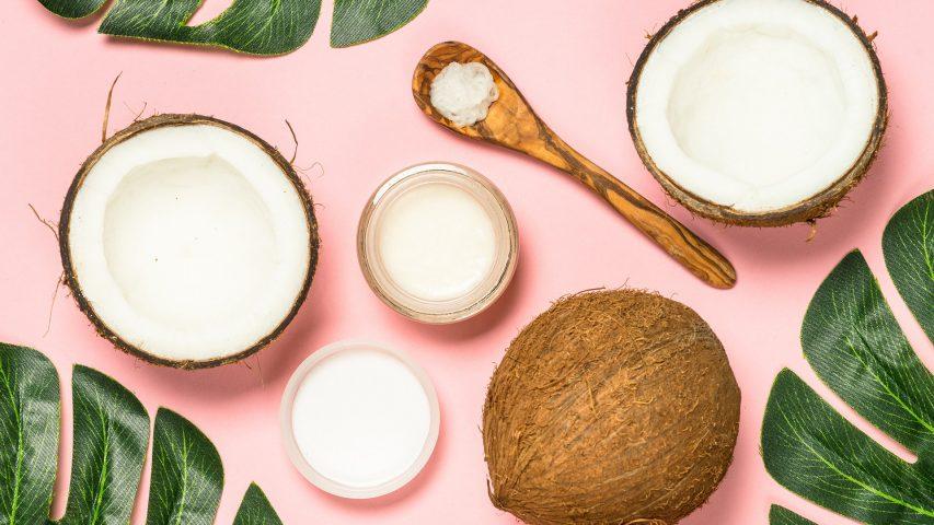 Cách làm môi hết thâm bằng dầu dừa
