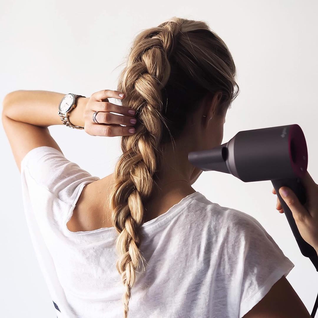 tóc xoăn bồng bềnh với máy sấy
