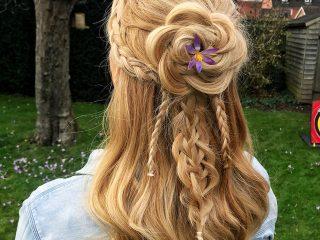 Nhắc đến tóc tết đẹp và lãng mạn thì làm sao mà bỏ qua kiểu tóc tết hoa hồng cơ chứ!