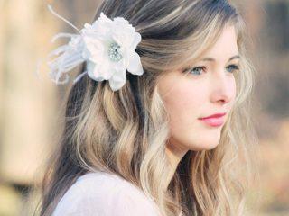 Tóc xoăn + kẹp hoa – Bí quyết giúp nàng trở nên đẹp hơn trong mắt mọi người