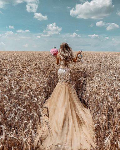 Kiểu tóc cô dâu đẹp với hoa cho ngày trọng đại thêm nổi bật