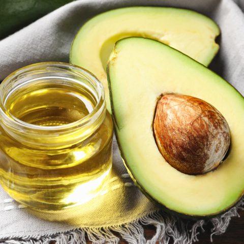 Bạn sẽ bất ngờ với từng này công dụng của dầu trái bơ với làn da đấy!