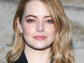 Emma Stone trong phiên bản Cruella de Vil đã làm người xem thích thú với mái tóc đỏ rực của cô