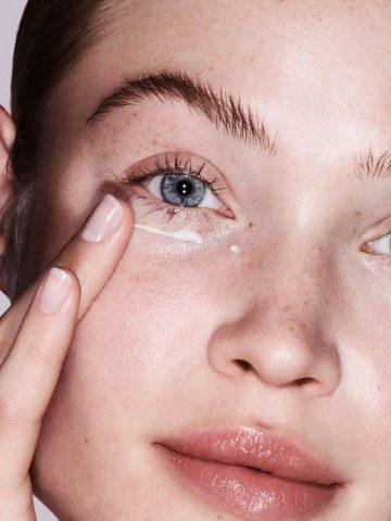 Bạn có bỏ quên thành phần quan trọng này khi dùng kem mắt?