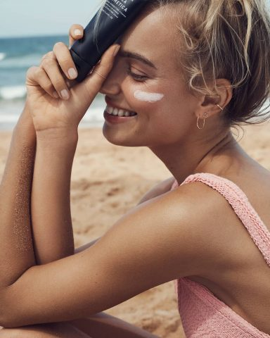 Bôi kem chống nắng đúng cách chính là bí quyết giúp bạn dưỡng da hiệu quả đấy!