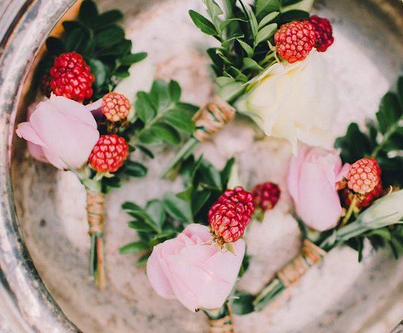 Làm tóc mềm mượt với hoa hồng và quả mâm xôi, bạn đã từng nghe qua?