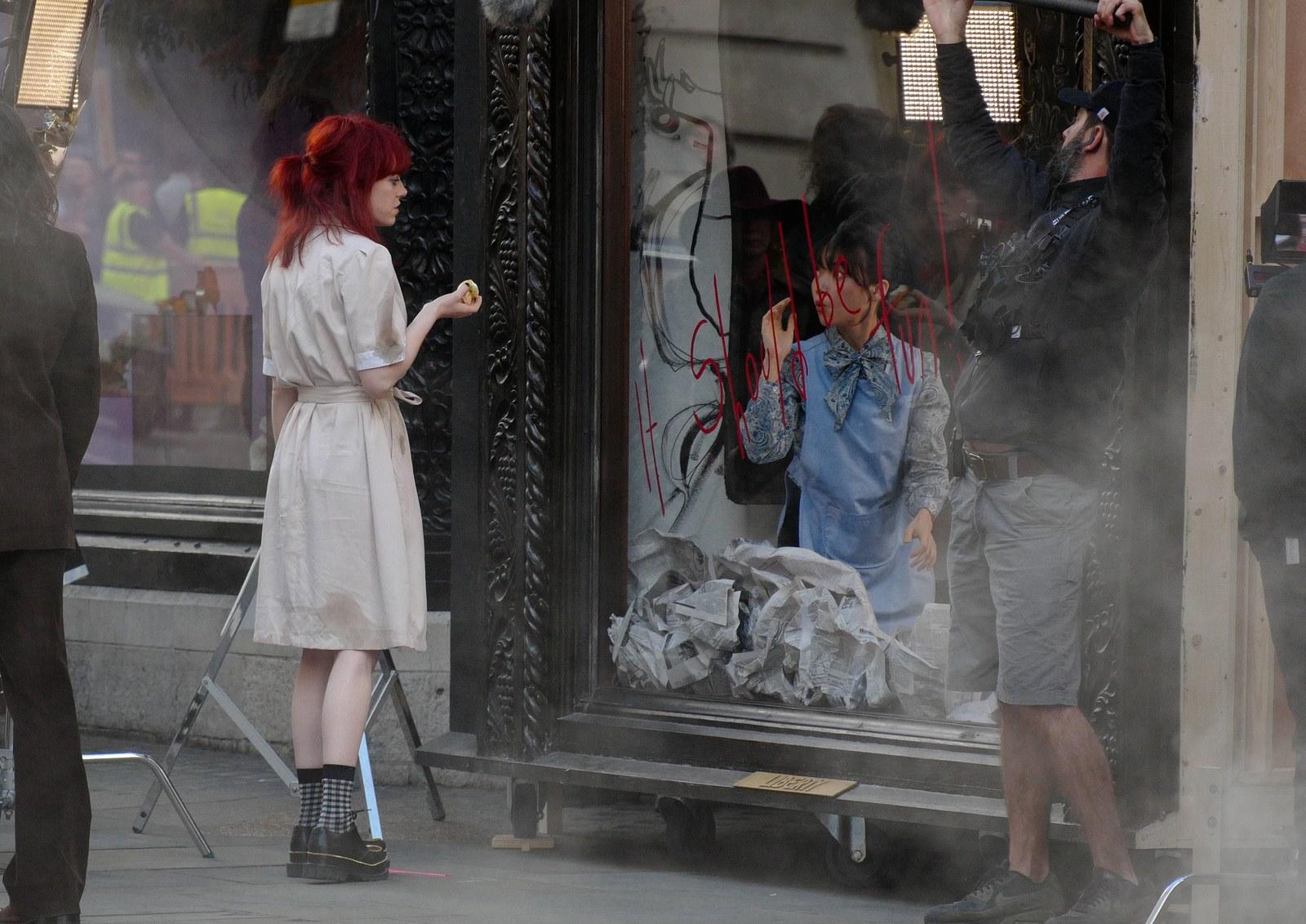 Emma Stone trong Cruella de Vil cực thu hút với mái tóc đỏ rực | Đẹp365